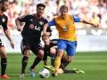 Braunschweig's Havard Nielsen (R) gegen Leverkusen's  Emre Can (C)  AFP PHOTO / PATRIK STOLLARZ
