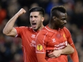 Liverpool's Emre Can (L) mit Italiens Mario Balotelli (R) in der Europa League (AFP PHOTO / OLI SCARFF)
