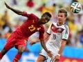 Ghana's Harrison Afful (L) kämpft gegen Mario Goetze beim Gruppe G Vorrundenspiel im Castelao Stadium in Fortaleza am 21.Juni 2014.            AFP PHOTO / JAVIER SORIANO