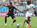 US Spieler Jermaine Jones (R) und Mario Goetze beim Gruppe G Spiel in Recifeam 26. Juni 2014. AFP PHOTO / NELSON ALMEIDA