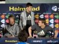 U21 Europameisterschaft 2009: Bundestrainer Horst Hrubesch (L) Mesut Ozil (C) und Manuel Neuer (AFP PHOTO/SCANPIX SWEDEN/Bjorn Lindgren)