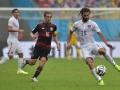 US Spieler Kyle Beckerman (R) und Philipp Lahm (C) beim WM-Vorrundenspiel in der Pernambuco Arena in Recifeam 26.Juni 2014. AFP PHOTO / NELSON ALMEIDA