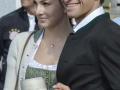 Thomas Müller mit Ehefrau Lisa in Tracht auf dem Okotberfest 2015.    AFP PHOTO / GUENTER SCHIFFMANN