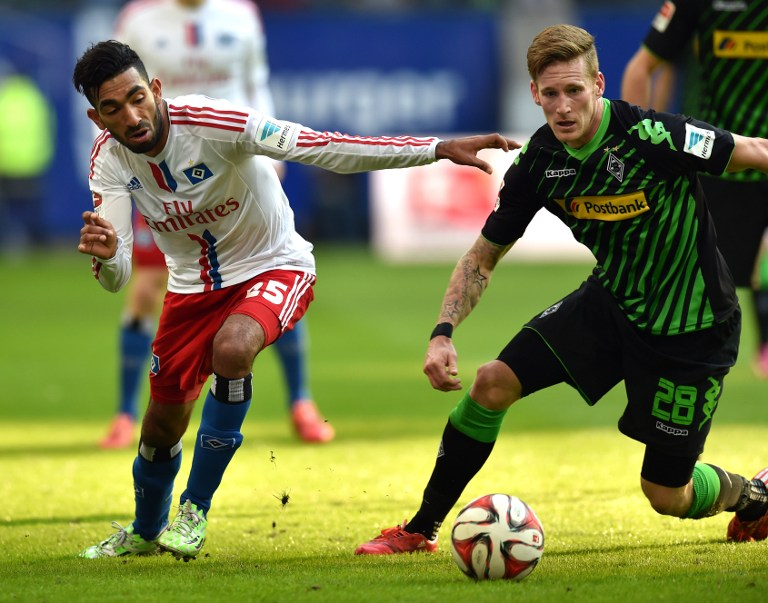 Mohamed Gouaida (HSV, links) und Andre Hahn (R) ( AFP PHOTO / CARMEN JASPERSEN)