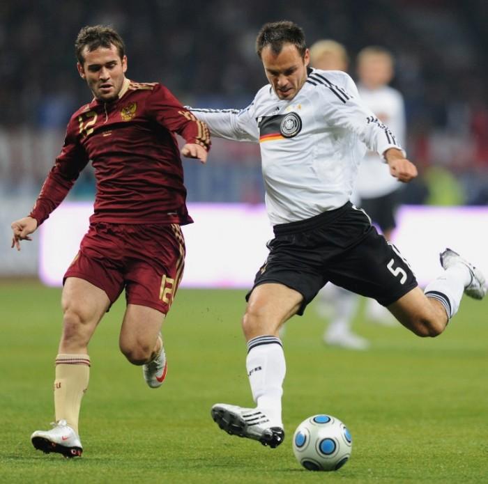 Heiko Westermann gegen Russland 2009 vor der WM 2010 (Foto AFP)