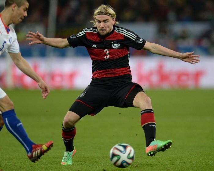Marcel Schmelzer beim Länderspiel Deutschland gegen Chile in Stuttgart, am 5.März2014 (AFP PHOTO / PATRIK STOLLARZ)