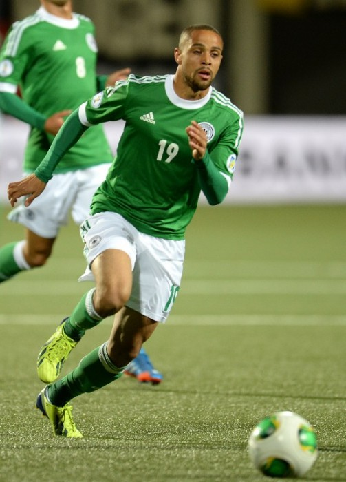 Sidney Sam im grünen DFB-Trikot beim WM 2014 Qualifikaitonsspiel gegen die Färöer Inseln. (Foto AFP)