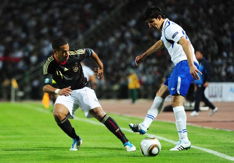 Dennis Aogo in der Qualifikation zur EM 2012 (Foto AFP)