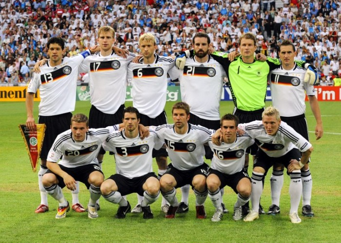 Michael Ballack, German Per Mertesacker,  Simon Rolfes, German Christoph Metzelder,  Jens Lehmann and German Miroslav Klose, Lukas Podolski, Arne Friedrich, Thomas Hitzlsperger, Philipp Lahm, Bastian Schweinsteiger bei der EURO 2008 (Foto AFP)