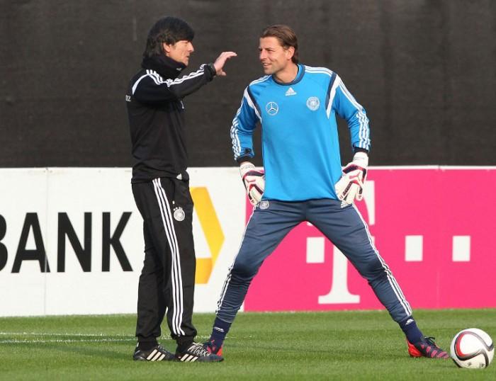 Roman Weidenfeller und Bundestrainer Joachim Löw beim 1.Training in Frankfurt vor dem Länderspiel gegen Australien im März 2015. (Foto AFP)