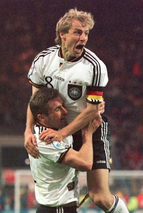 Juergen Klinsmann mit Stefan Kuntz beim Gewinn der EURO 1996 (Foto aFP)