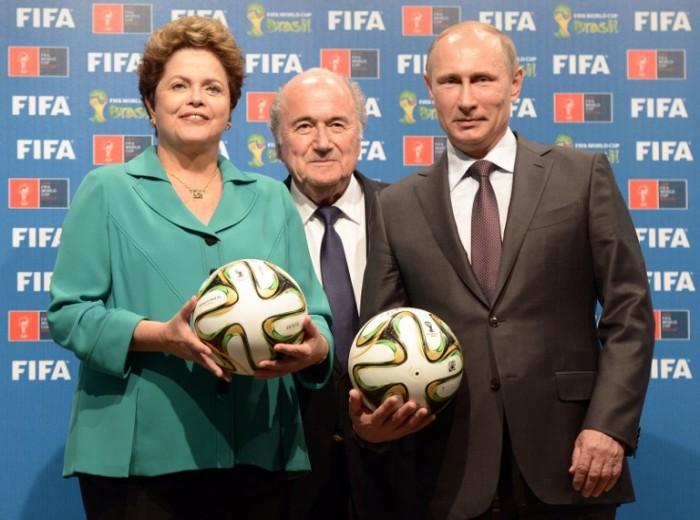 Brasiliens Präsidentin Dilma Rousseff, FIFA Präsident Joseph Blatter und Russlands Präsident Vladimir Putin in Rio de Janeiro. (AFP PHOTO / RIA NOVOSTI POOL / ALEKSEY NIKOLSKYI)