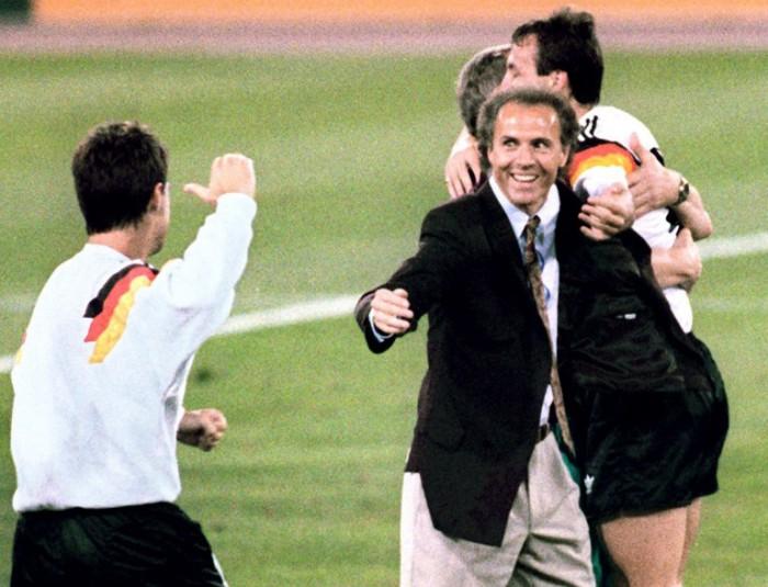 Franz Beckenbauer - Teamchef der Deutschen Fußballnationalmannschaft gewinnt die Weltmeisterschaft 1990 (Foto AFP)