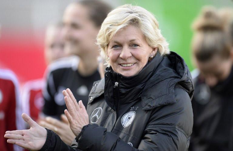 Bundestrainerin Silvia Neid am 7.April 2015 beim Training vor dem Länderspiel Deutschland gegen Brasilien. AFP PHOTO / CHRISTOF STACHE