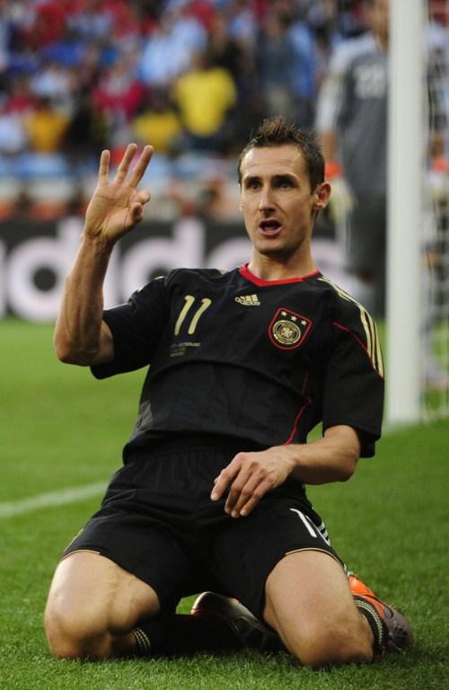 Miroslav Klose im schwarzen Deutschlandtrikot bei der WM 2010 (Foto AFP)