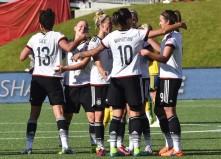 Deutschland feiert den 4:1 Sieg über Schweden im Achtelfinale der 2015 FIFA Women's World Cup in Ottawa am 20.Juni 2015. AFP PHOTO/NICHOLAS KAMM