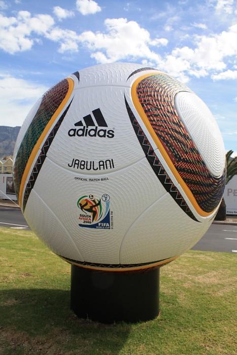 Jabulani - der WM Spielball von 2010 in Südafrika (Quelle: eigenes Archiv)