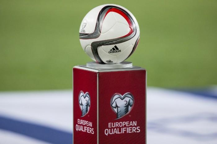 Der offizielle adidas Spielball der UEFA 2016 Qualifikation - AFP PHOTO / JACK GUEZ