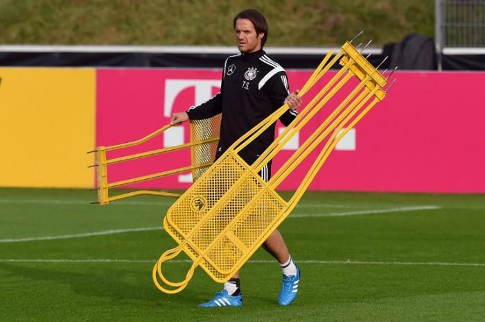 Assistant Trainer Thomas Schneider beim Training am 13.Oktober 2014 vor dem Länderspiel gegen Irland. AFP PHOTO / PATRIK STOLLARZ