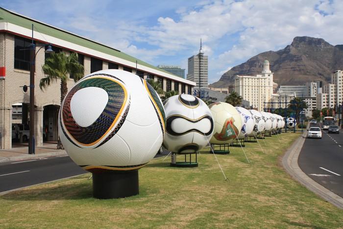 Die WM Spielbälle wurden zur WM 2010 in Kapstadt präsentiert (Quelle: eigenes Archiv)