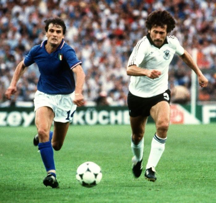 Paul Breitner bei der WM 1982 beim 1:3 Spiel gegen Italien. AFP PHOTO
