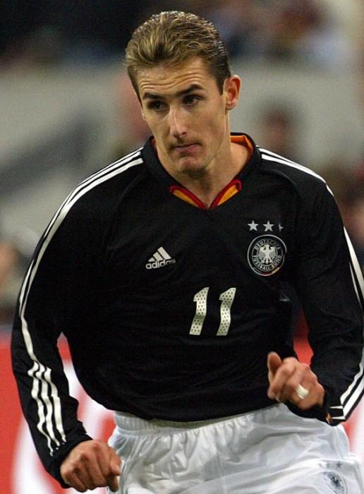 Miroslav Klose gegen Frankreich am 15.11.2003 bei einem Freundschaftsspiel. AFP PHOTO FRANCK FIFE
