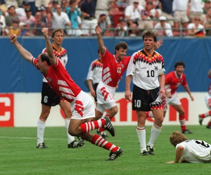 Das Deutschlandtrikot der WM 1994 - AFP PHOTO/JEAN-LOUP GAUTREAU