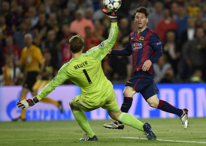 Barcelona's Lionel Messi (R) erzielt 2 Tore beim CL-Halbfinale des FC Barcelona gegen den FC Bayern Muenchen im Camp Nou stadium in Barcelona on May 6, 2015. AFP PHOTO/ LLUIS GENE