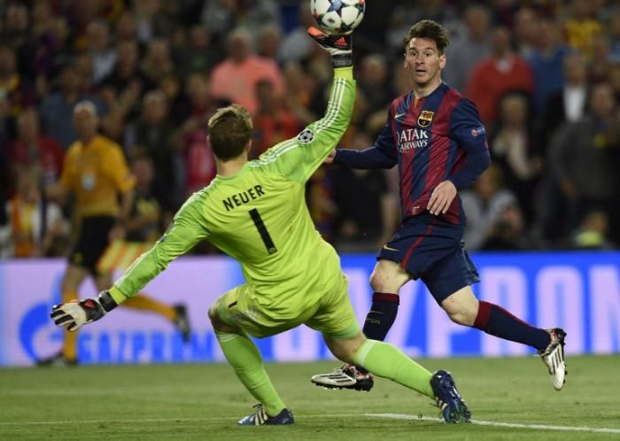 Barcelona's Lionel Messi (R) erzielt 2 Tore beim CL-Halbfinale des FC Barcelona gegen den FC Bayern Muenchen im Camp Nou stadium in Barcelona on May 6, 2015. AFP PHOTO/ LLUIS GENE
