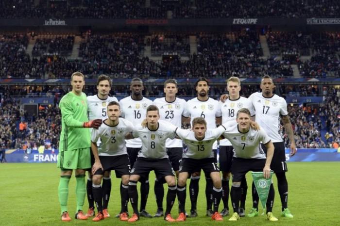 Das neue DFB Trikot 2016 beim Länderspiel gegen Frankreich (Foto AFP)