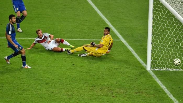 Mario Götze mit dem 1:0 im WM Finale 2014 in Rio de Janeiro am 13.Juli 2014. AFP PHOTO / GABRIEL BOUYS