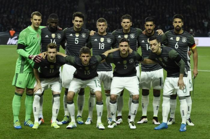 Die deutsche Startelf gegen England im neuen DFB-Auswärtstrikot am 29.03.2016 in Berlin (Foto AFP)