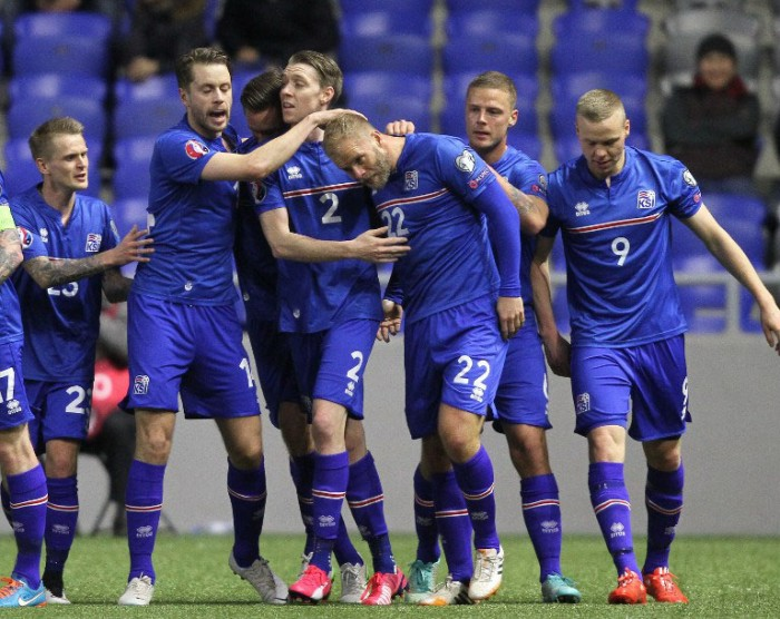 Island's Spieler feiern ihr Tor beim Spiel gegen Kazakhstan in Astana am 28.März 2015. AFP PHOTO / STANISLAV FILIPPOV