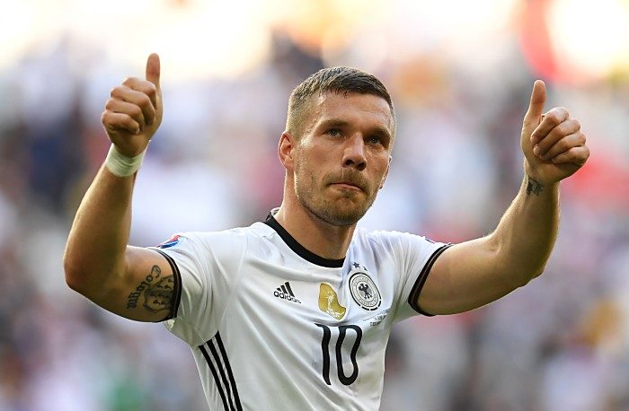 Lukas Podolski vor seinem letzten Länderspiel am 22.03.2017 gegen England. / AFP PHOTO / PATRIK STOLLARZ