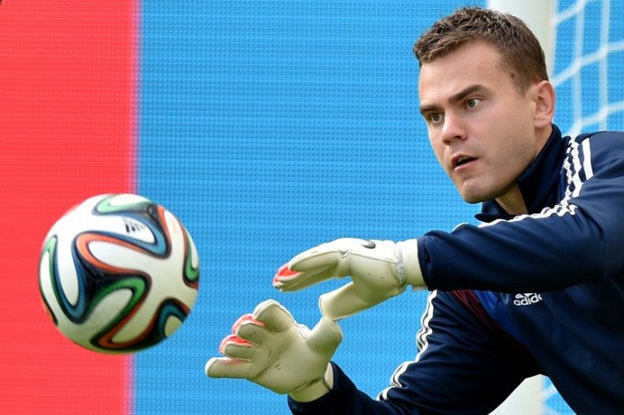 Russia's goalkeeper Igor Akinfeev takes part in a training session at the Maracana Stadium in Rio de Janeiro on June 21, 2014, during the 2014 FIFA Football World Cup. AFP PHOTO / KIRILL KUDRYAVTSEV / AFP / KIRILL KUDRYAVTSEV