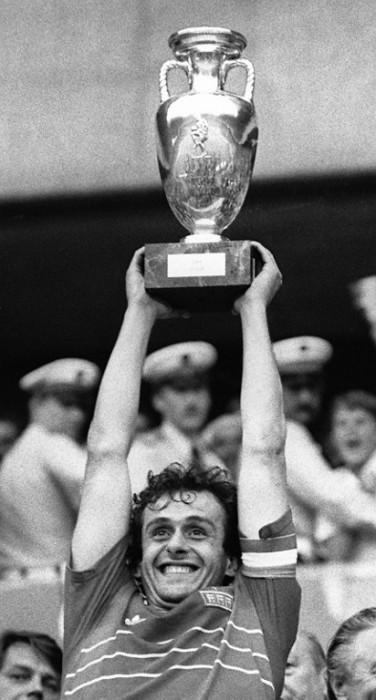 Michel Platini beim Gewinn der Europameisterschaft 1984 im eigenen Land (Foto AFP)