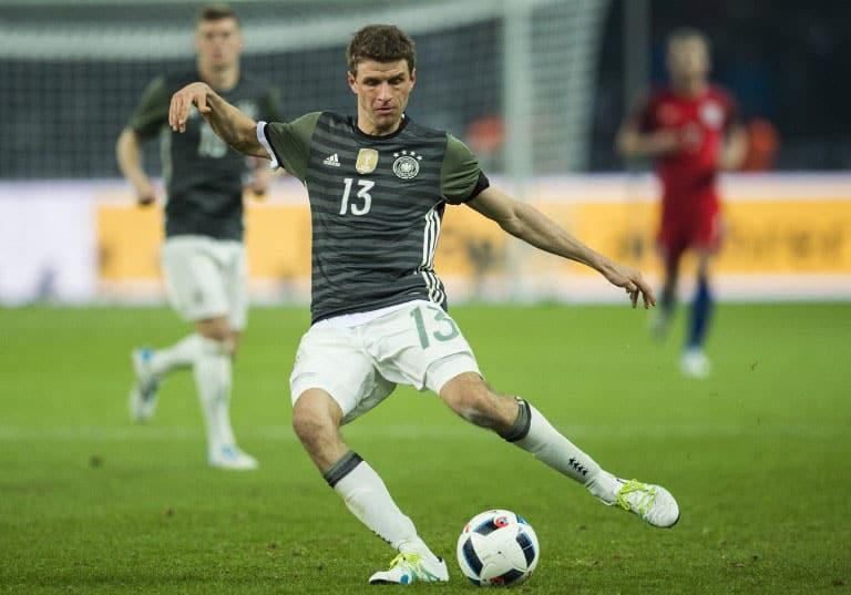 Deutschlands Stürmer Thomas Müller am Ball beim Spiel Detuschand