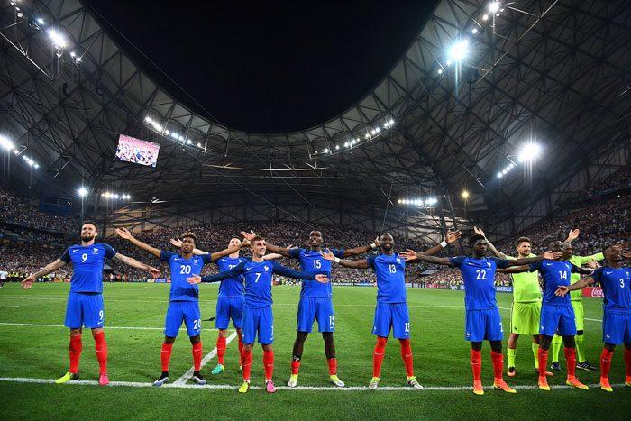 Frankreichs Nationalspieler feiern das 2:0 gegen Deutschland im EM-Halbfinale am 7.Juli 2016 in Marseille. AFP PHOTO / FRANCK FIFE