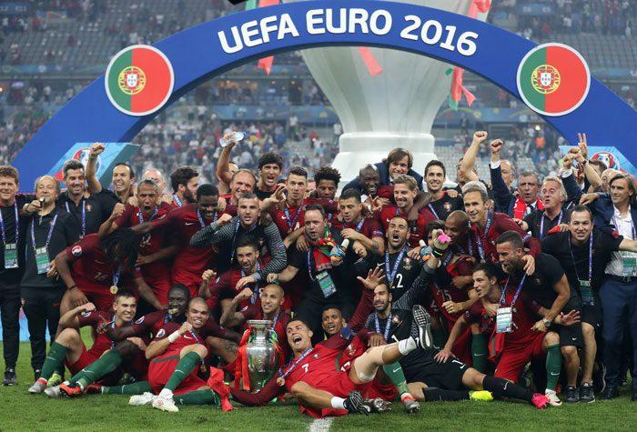 Cristiano Ronaldo und Team ist Fußball-Europameister 2016 geworden. Ein 1:0 nach Verlängerung reichte im Stade de France in Saint-Denisam 10.Juli 2016. / AFP PHOTO / Valery HACHE