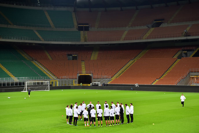 Die deutsche Mannschaft beim Abschlußtraining im San Siro Stadium am 14.November 2016 in Mailand. / AFP PHOTO / GIUSEPPE CACACE