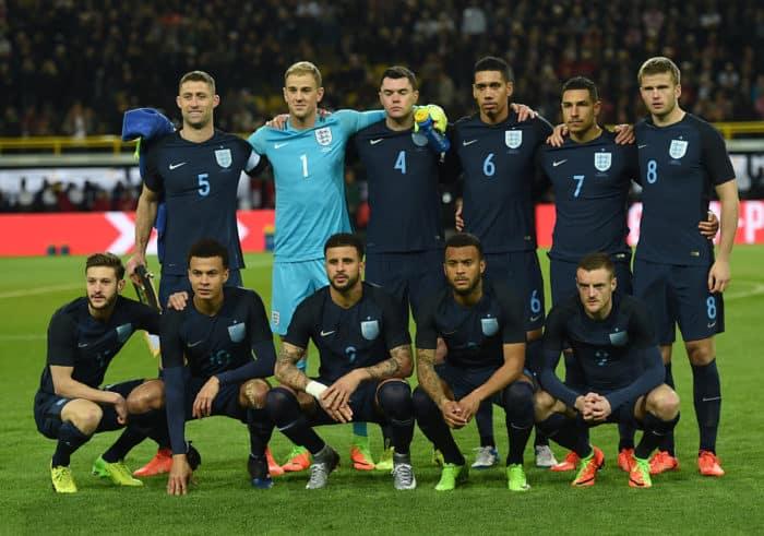 Die englische Nationalmannschaft beim Testspiel gegen Deutschland am 22.03.2017 - welches sie mit 0:1 verloren haben. Neu im Gepäck: das neue blaue Heimtrikot der Three Lions. AFP PHOTO / PATRIK STOLLARZ