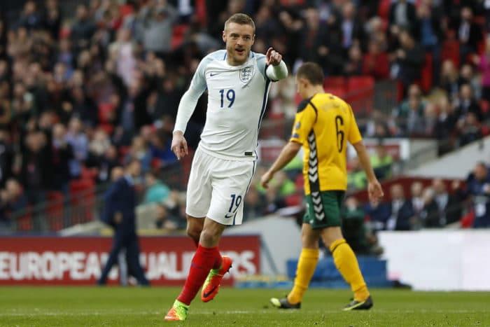 England's Stürmer Jamie Vardy feiert sein Tor gegen Litauen im Wembley Stadium in London am 26.März 2017 / AFP PHOTO / Adrian DENNIS /