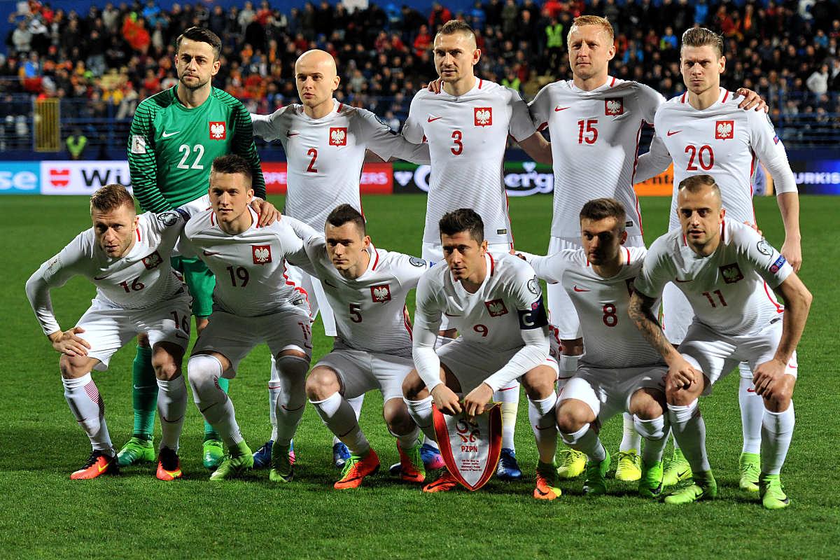 Polens Startaufstellung gegen Montenegro am 26.März 2017 in der WM-Qualifikation. / AFP PHOTO / SAVO PRELEVIC
