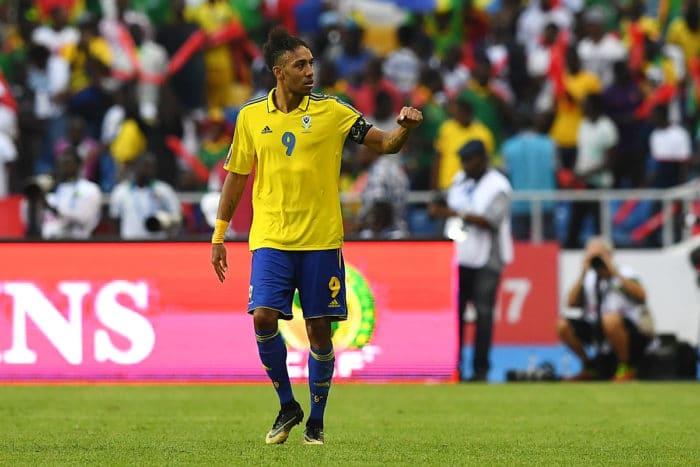 Adidas-Trikot: Gabun's Stürmer Pierre-Emerick Aubameyang beim 1.Spiel gegen Guinea-Bissau in Libreville am 14.Januar 2017. / AFP PHOTO / GABRIEL BOUYS