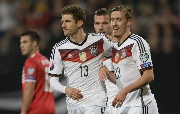 Thomas Müller im 2014er DFB-Trikot mit dem Weltmeister-Badge - natürlich will er mit zur WM 2018. AFP PHOTO / CHRISTOF STACHE