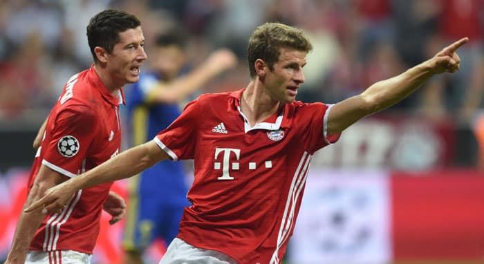 Robert Lewandowski mit 94 Bundesligatoren für die Bayern, Thomas Müller mit 100 Toren für seinen Lieblingsclub (Foto AFP)