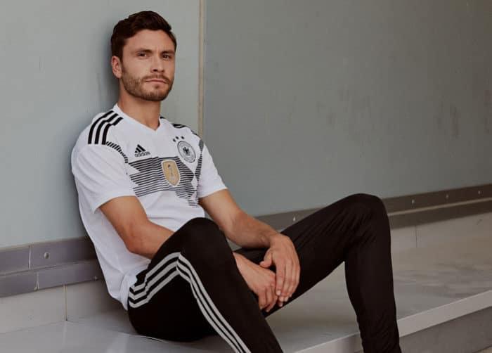 Jonas Hector im neuen DFB Deutschland Trikot 2018 zur Fußball WM 2018 in Russlan (Copyright adidas Presse)