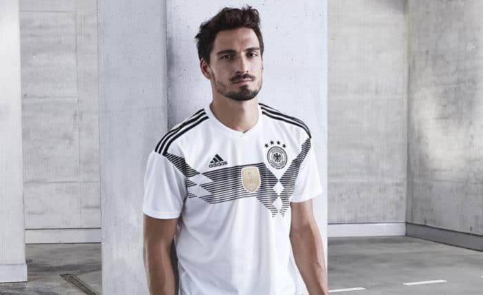 Mats Hummels im neuen DFB Deutschland Trikot 2018 zur Fußball WM 2018 in Russlan (Copyright adidas Presse)