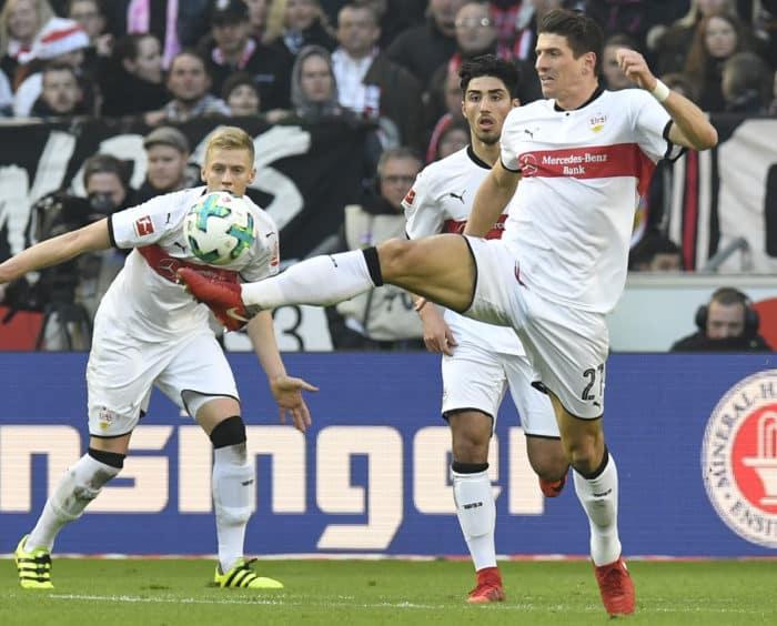 Mario Gomez mit der Nummer 27 auf dem VfB Stuttgart Trikot (Foto AFP)