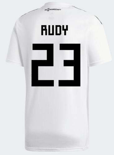 Die nummer 23 auf dem DFB Trikot 2018 von Sebastian Rudy.